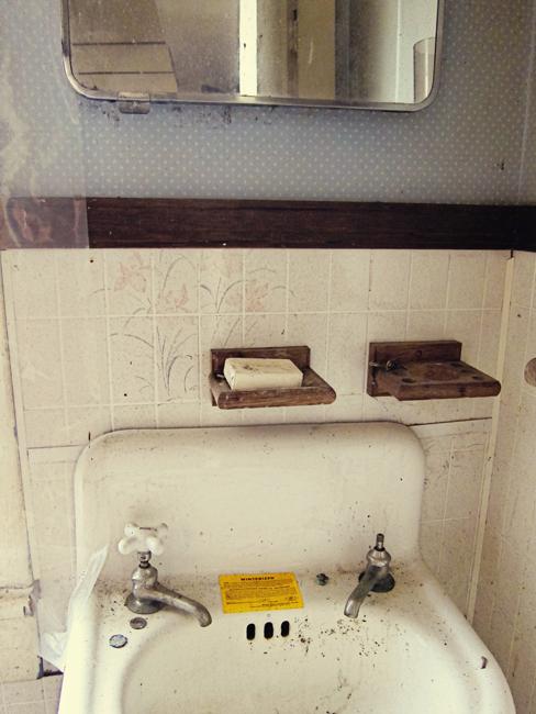 sunroom house bathroom web